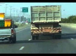 Camionista incavolato per il traffico o ubriaco?