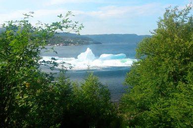 Riprendono dal balcone di casa un Iceberg che si autodistrugge