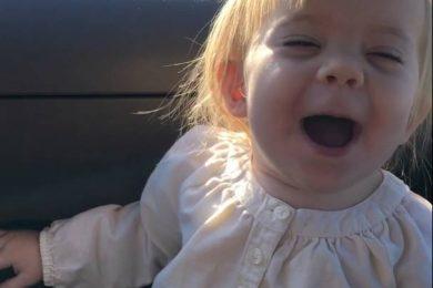 """Ha appena 2 anni e quando ascolta la sua canzone preferita…""""Hello""""! da Bexlee Marie"""