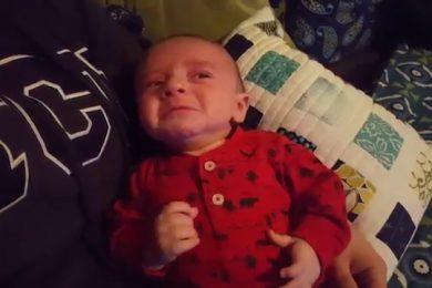La marcia imperiale di Star Wars calma il pianto di questo bambino
