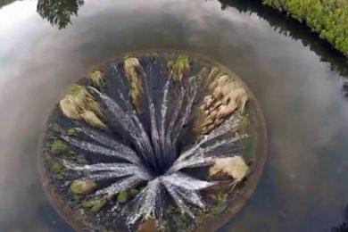Il lago con la voragine