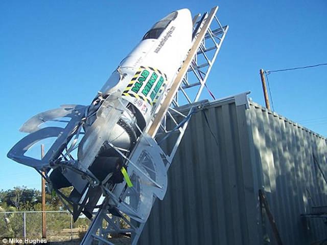 Stunt vola a cavallo di un missile