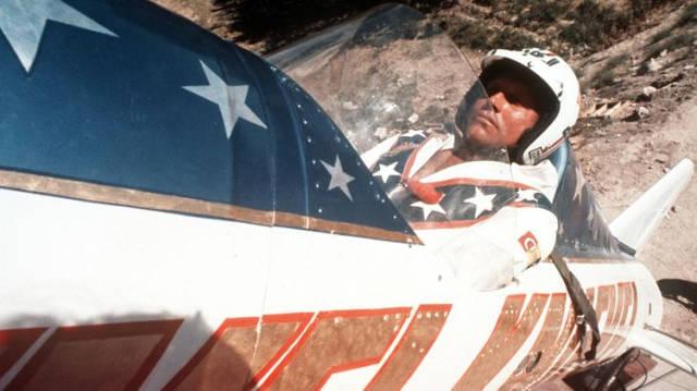Il primo stunt a volare a cavallo di un missile