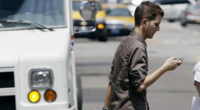 vietato scrivere sms mentre si cammina